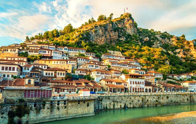https://www.izbilir.com/uploads/images/2018/07/arnavutluk-gezilecek-gorulecek-yerler-2-4515268.jpg