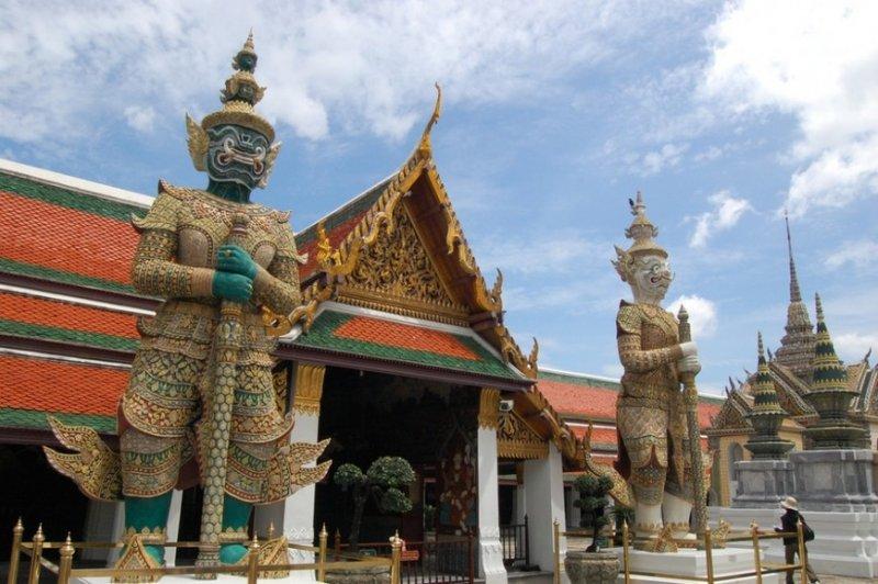 https://www.izbilir.com/uploads/images/2018/07/bangkok-zumrut-buda-heykeli-54367.jpg