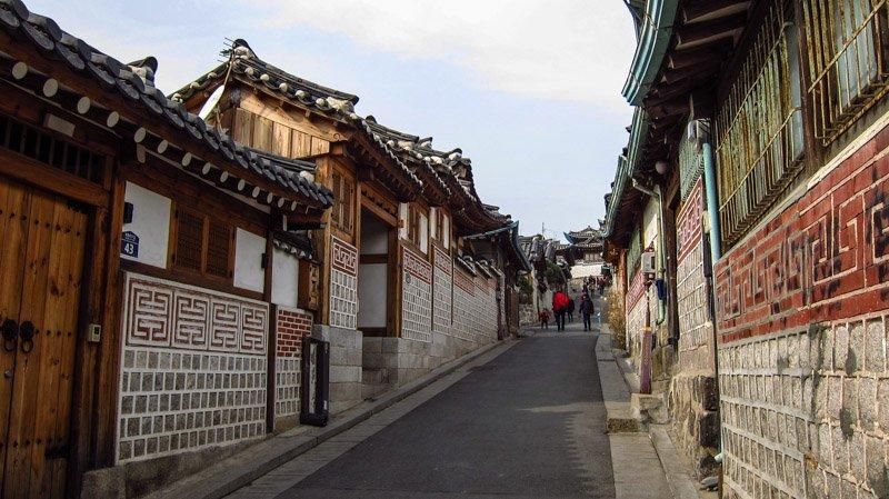 https://www.izbilir.com/uploads/images/2018/07/seul-bukchon-hanok-village-64628820.jpg