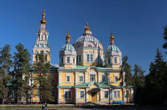 https://www.izbilir.com/uploads/images/2018/08/kazakistan-zenkov-katedrali-72228356.jpg