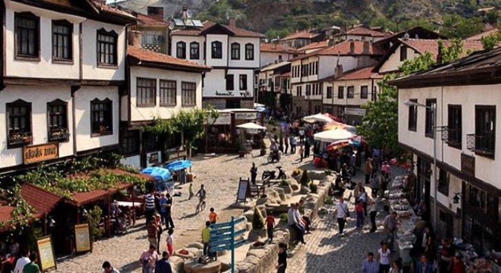 https://www.izbilir.com/uploads/images/2018/08/kurban-bayraminda-gidilebilecek-tatil-bolgeleri-beypazari-35849866.jpg
