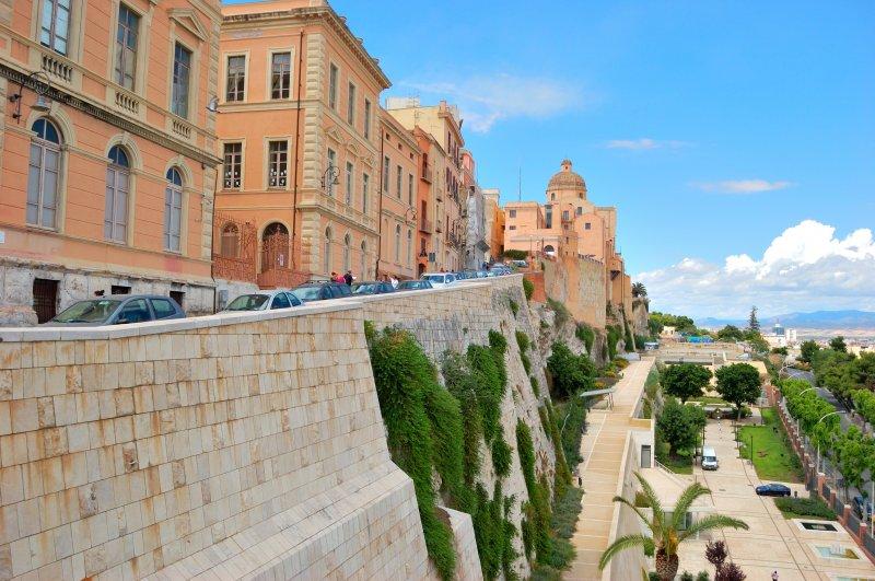 https://www.izbilir.com/uploads/images/2018/08/sardinya-castello-9848248.jpg