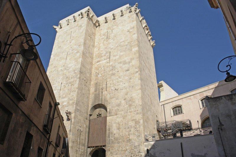 https://www.izbilir.com/uploads/images/2018/08/sardinya-fil-kulesi-64337274.jpg