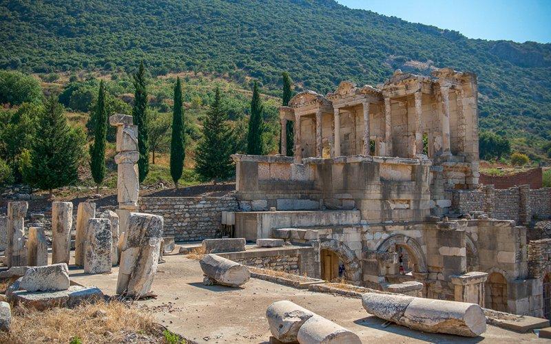 https://www.izbilir.com/uploads/images/2018/10/efes-antik-kenti-12370473.jpg