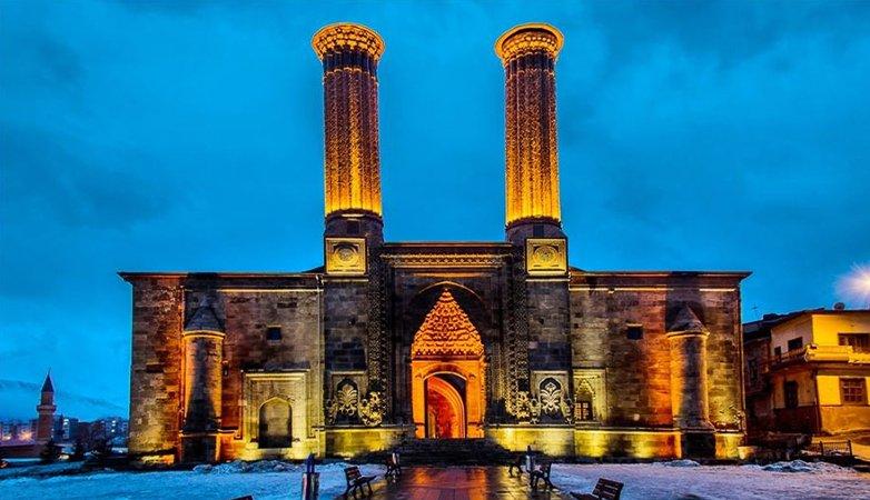 https://www.izbilir.com/uploads/images/2018/10/erzurum-cifte-minare-40152407.jpg